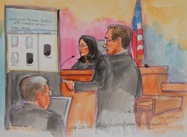 30 Temmuz - Nisan 2011 tarihinde başlayan Apple-Samsung patent savaşlarında ilk dava görülmeye başladı.