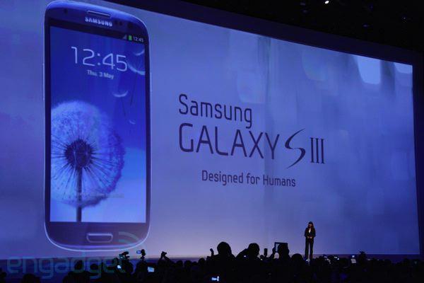 Haziran - Samsung'u zirve yarışına ortak eden cihaz Galaxy S serisinin 3.sü Galaxy SIII piyasaya çıktı. Oldukça merakla beklendi, beklentileri fazlasıyla karşıladı. Artık iPhone'un ciddi rakibi belirlenmişti.