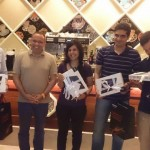 Hediyeleri kazananlar arasında arkadaşım Sinan Küstür'de vardı. En sağda tabletini incelerken ;)